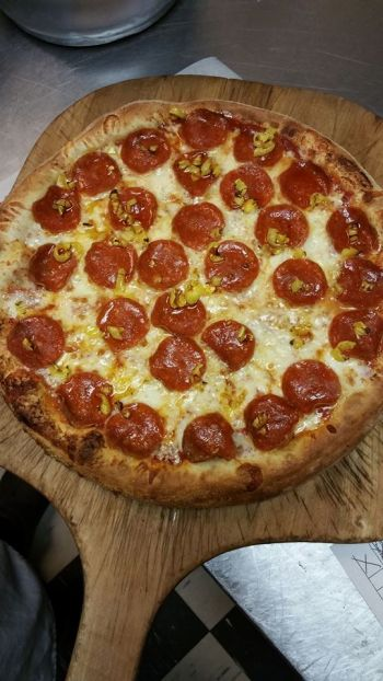"Cosmo's Pizzeria Outer Banks, 17"" Pizza"