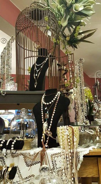 Lady Victorian Duck NC Fashion, Pearls, pearls & more pearls!