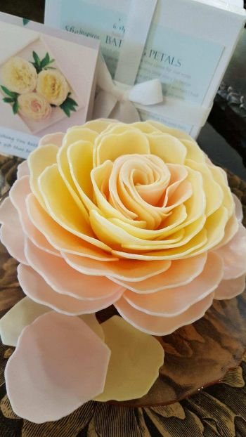 Lady Victorian Duck NC Fashion, Large Soap Flower